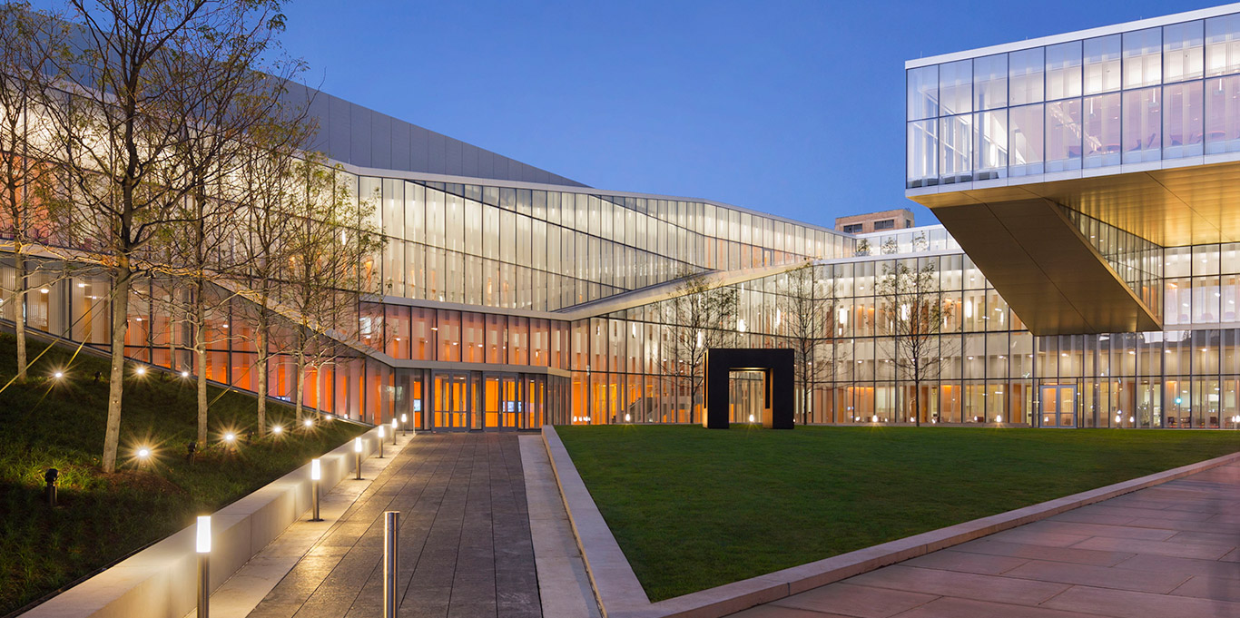 The neomodernist Singh Nanotech Center, UPenn, Philadelphia. Weiss-Manfreidi [1366x681]